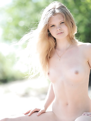 Showy Beauty  Kisa  Blondes, Beach, Teens